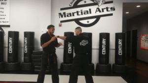 תרגיל לשיפור התנועה והטווח בקרב - מדגימים מאמני Champions Martial Arts