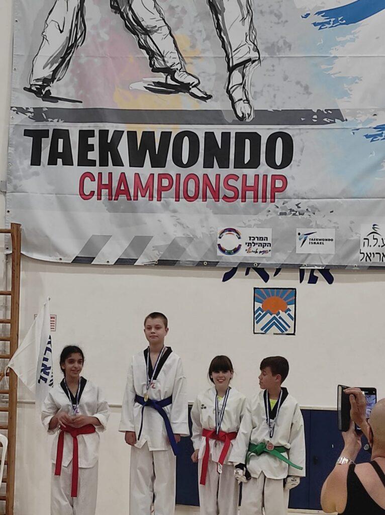 ילדים זוכים באליפות טאקוונדו